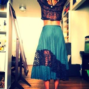 Lace & Pleated tulle maxi skirt in green
